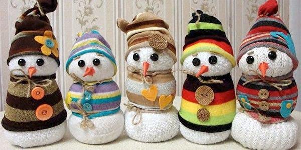 Снеговики из носок фото